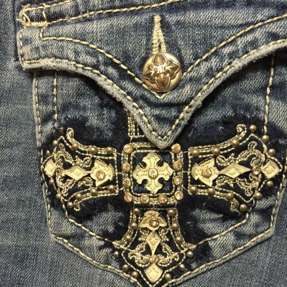 Spring sale! New miss me jeans New miss me jeans, been worn a couple of times on dates! So cute love the detailing on the pockets Miss Me Jeans Boot Cut