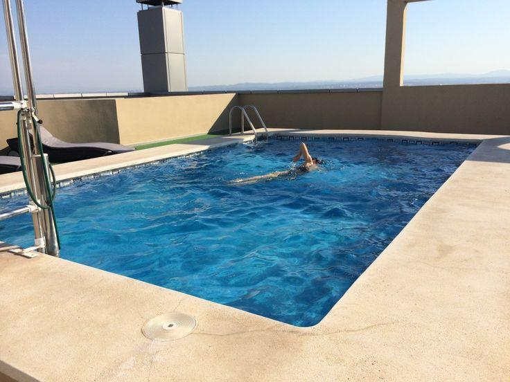 Het zwembad op het dak van het hotel Eurostars Valencia