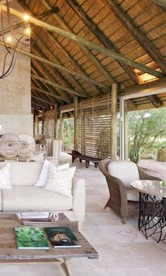 Kapama Southern Camp - Lounge and wildlife viewing area