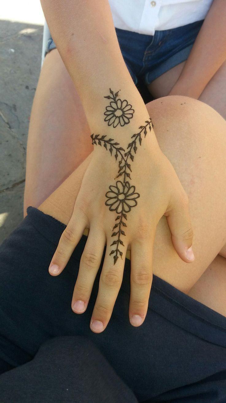 Pin By نازیہ صدیقی On Mahendi Henna Tattoo Designs Simple Simple Henna Tattoo Henna Tattoo Designs Hand