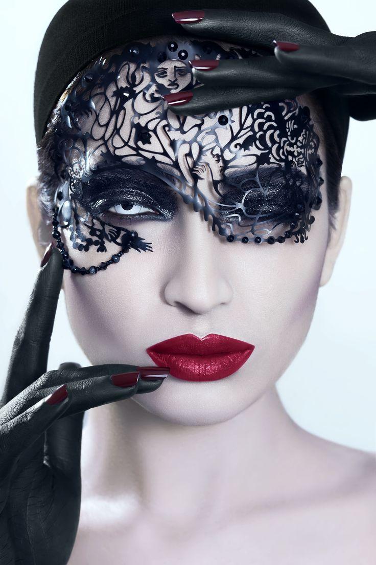 #fatimanasir #beauty #makeup #makeupartist #yabycosmetics #occ #kryolan #facelace #opi #whiteoutlenses