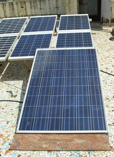 Solar Panel Tutorials | Here's a solar panel to create a sustainable way of living. | Off the Grid Projects from PioneerSettler.com #OfftheGridProjects #PioneerSettler