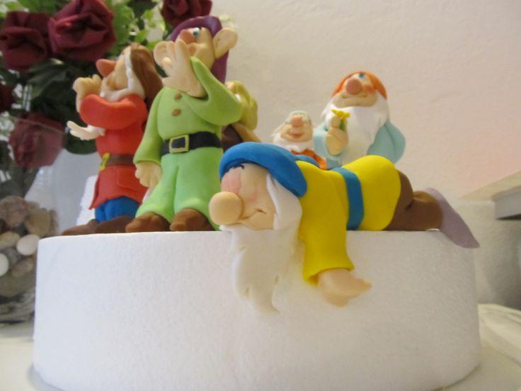 #Pisolo, i #sette #nani, #biancaneve in #pdz (#pasta di zucchero). #Cake Design