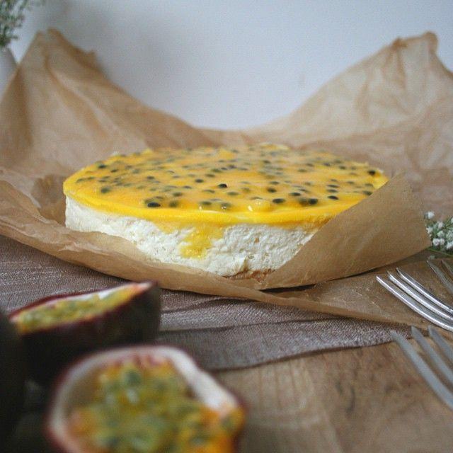 "Käsekuchen mit Kokosboden und Maracuja & Giveaway ""Café Glück"""