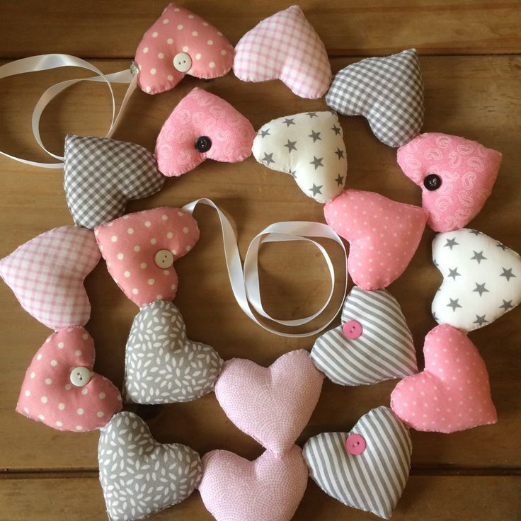 Love the colour combination of this one. Great for any little girls bedroom. Cute grey and pink fabrics.
