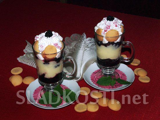 Ostružinový pohár s pudinkem