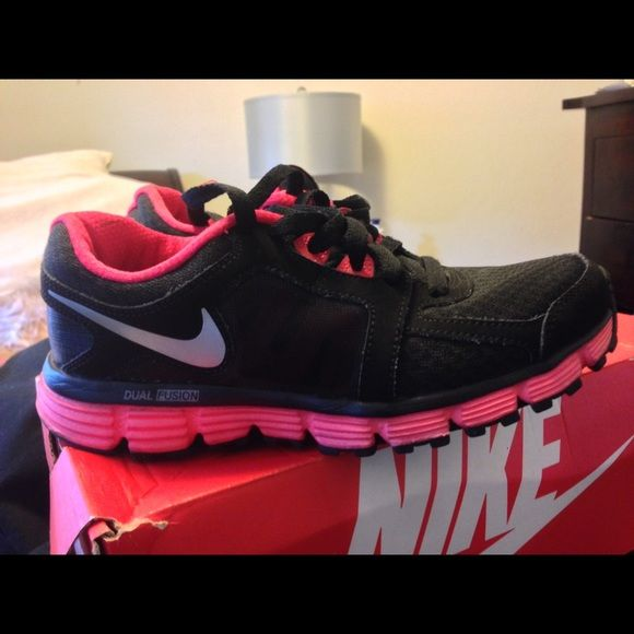 Nike Dual Fusion ST2 💸MARKDOWN FINAL  $40.00 Nike Pink and Black with Silver Nike Swoop on the sides. Only worn around 3X's  at the gym Nike Shoes Athletic Shoes