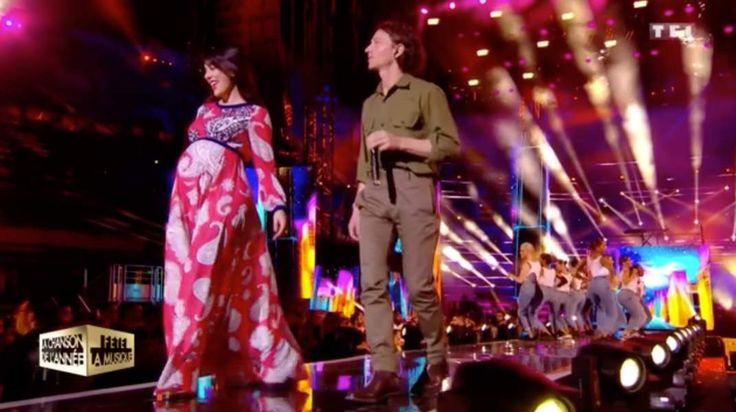 """Nolwenn Leroy, enceinte, et le chanteur Raphaël dans l'émission """"La chanson de l'année fête la musique"""""""