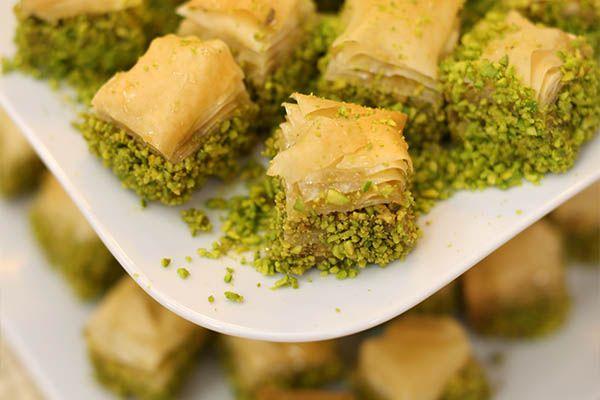 طريقة عمل بقلاوة الفستق بالفستق منال العالم وصفة بقلاوة الفستق بالفستق منال العالم طريقة تحضير بقلاوة الفستق بالفستق منال East Dessert Recipes Arabic Sweets