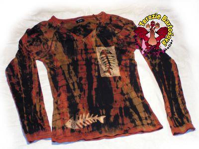 TRIKO NA RYBY PRO DÁMY Velikosti: S, M, L, XL, XXL Barva:hnědo-červeno-černá batika Technika: ruční zpracování batika + kresba Složení: 100% bavlna Střih: dlouhý krátký rukáv MOŽNOSTI OBJEDNÁNÍ VOLITELNÝCH VELIKOSTÍ