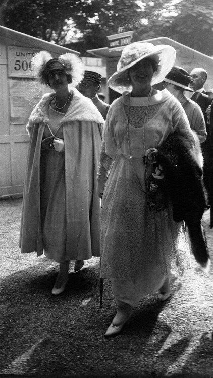 Queen Marie with her daughter Princess Elisabeta in France, late 1910s.