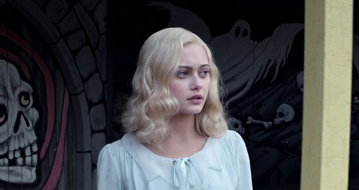 Ella Purnell blonde from miss Peregrine's home movie. Here is her blonde style from Miss Peregrine's Home movie.