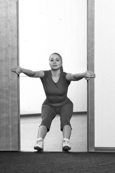 Этими упражнениями достигается полноценная растяжка и укрепление мышц поясничного отдела позвоночника, а также восстановление эластичности мышц задней поверхности ног, что является необходимым услови…
