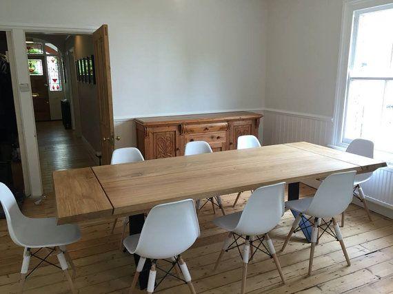 Un bois massif et acier table à manger avec une option d'extension. Tous nos meubles sont fait à la main et toujours pour le commander, ce qui vous donne un contrôle complet sur la conception et la fabrication de processus. Chaque détail peut être personnalisé, à partir de dimensions et essences de bois de couleurs creux et finition et finir avec une finition de bord.  Le prix donné fait référence à une table qui est: -jusquà 220cm de long -jusquà 100cm de large -avec 2 rallonges - chacun…