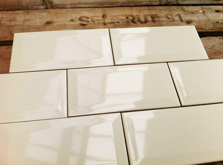 17 beste idee n over metro tegels op pinterest grijze tegels metrotegels en badkamer - Metro tegels ...