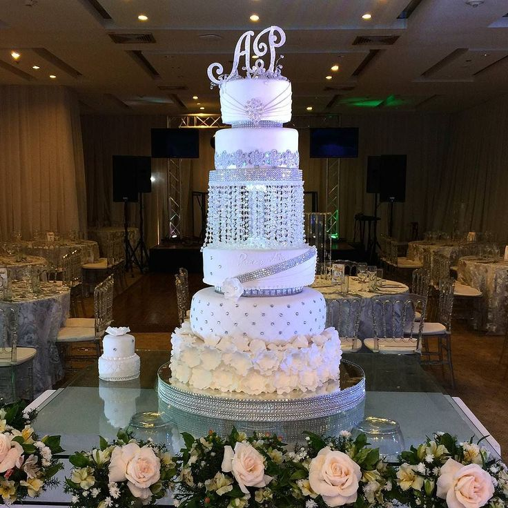 Pastel de Boda. Wedding cake. Tarta de Boda. Torta de Boda Bodas de ensueño Puerto Ordaz Ciudad Guayana Venezuela #cake #PuertoOrdaz #CiudadGuayana #boda #Reposteria #Bakery #reposteriafina #wedding #weddingcake #pasteldebodas #tartadeboda #fondant #beatifull #bodadeensueño #tortas #tortasdecoradas #luxuryweddings #customcakes #cakedesign #cakedesigner #bodas #bolodecasamento #cakeinspiration #matrimonio #bridal #bride #glam #luxury #cristal
