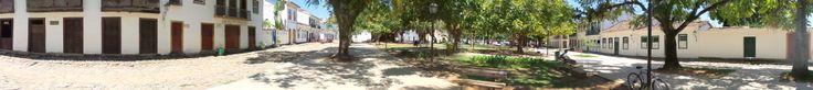 Foto panorâmica da praça do centro histórico de Paraty - Rio de Janeiro