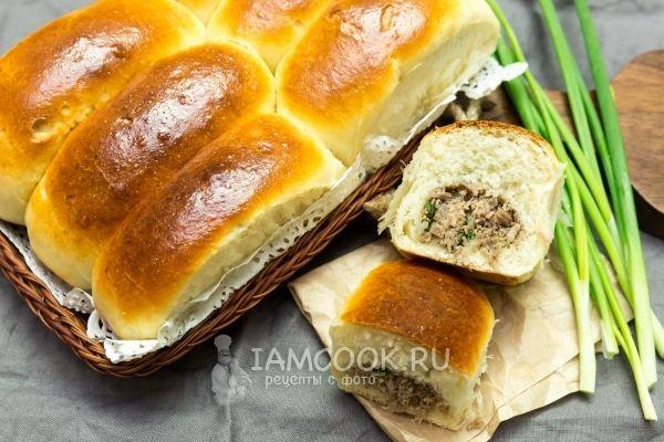 Печеные пирожки с говядиной и зеленым луком