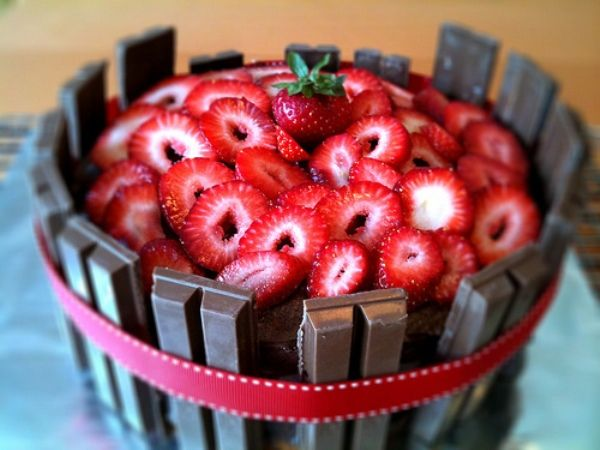Kit Kat Strawberry Basket Cake | Food & Drink | Pinterest