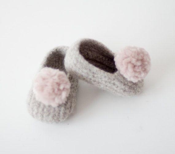 Patucos bebé / Baby slippers por CosmenCompany en Etsy