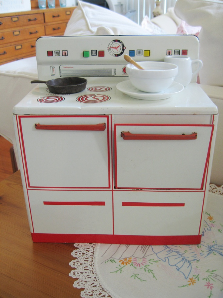 Vintage Toy Wolverine Tin Lithograph Oven Stove Cooker 1950s, great toy!  To be honest I do not think the toys today are as fun!