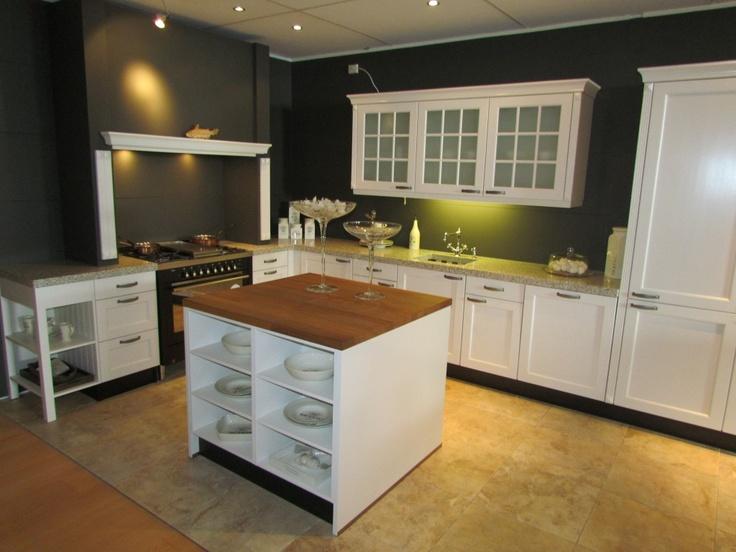 Showroomkeuken Schröder Toscane bij Van Wanrooij keuken- en badkamerspecialisten