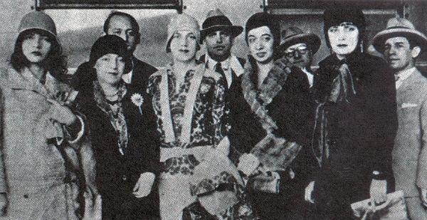 Esq. para Dir.): Pagu, Elsie Lessa, Tarsila do Amaral, Anita Malfatti e Eugênia Álvaro Moreyra em época posterior à Semana de Arte Moderna de 1922. (Foto: Wikicommons)