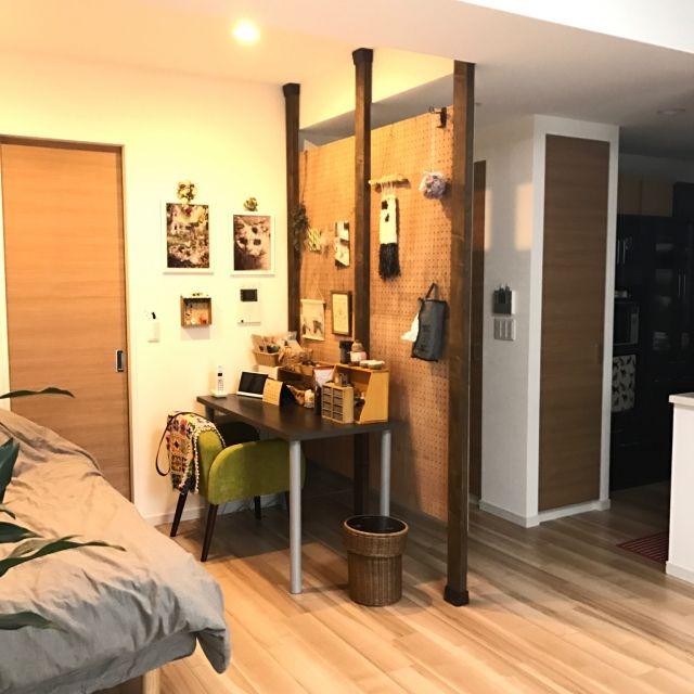 hemukoさんの、ベッド周り,寝室,アトリエスペース,まだ未完成,ウォークスルークローゼット,2×4,有孔ボードのパーテーション,間仕切りDIY,ディアウォールの壁,リビングにベッド,有孔ボード 裏側,アトリエ横にベッド,のお部屋写真