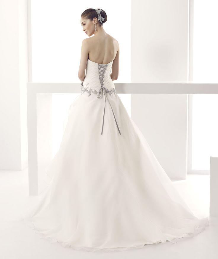 #Jolies #2015Collection #wedding dress #nicolespose ► http://nicolespose.it/it/abito-da-sposa-Jolies-Joana-JOAB15470IVGE-2015