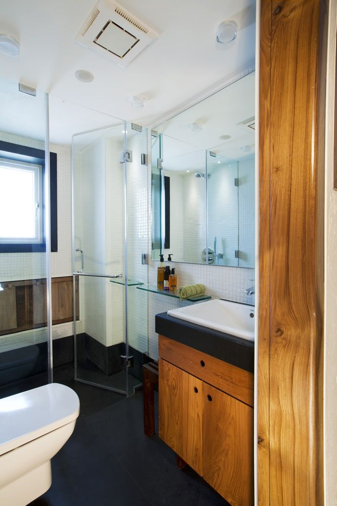 A Very Spacious And Modern Style Bathroom Design In House Interior Design  Project In Mumbai.