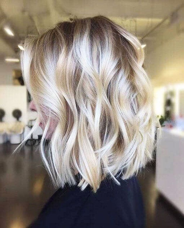 Blonde hair really accentuates the hair cut you have. It can look really pretty on just about anyone. Blonde hair is popular. Short haircuts for women are popular. It goes without saying that short…check out these 25 Short Blonde Hairstyles For Women.  #shortblondehairstyles #blondehairstyles #shorthairstyles