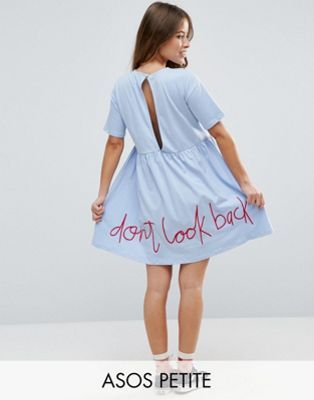 ASOS PETITE - Robe babydoll avec broderie « Don't look back »