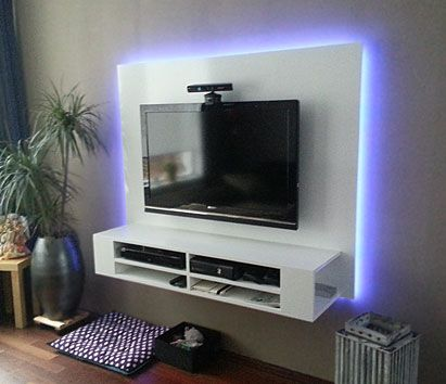 DIY plan for TV cabinet, floating, with backlight, handmade by Ron. https://neo-eko-diy-furnitureplans.com/product/diy-floating-tv-stand-penelope-furniture-plan/ | Bouwtekeningen tv-meubel op basis van Neo Eko ontwerp, gemaakt door Rob. Zwevend tv-meubel.
