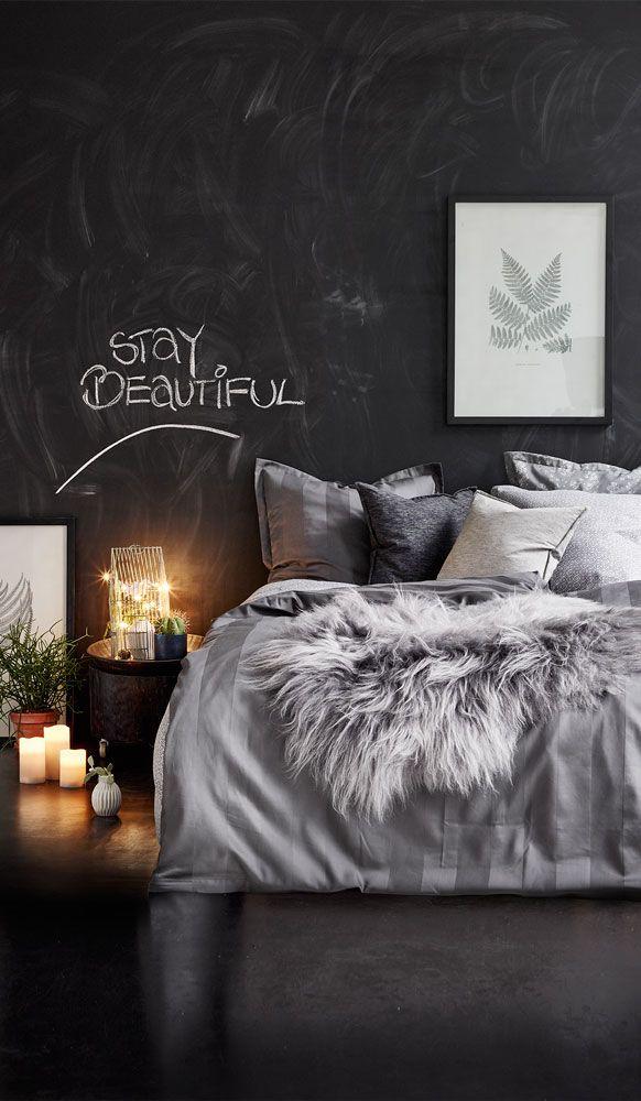 Pift soveværelset op med nyt sengetøj, puder og et lækkert fåreskind. Smuk soveværelse stylet af Pia Krøyer. #inspirationdk #styling #PiaKrøyer #interiør #indretning #stillebens #botanik #botanisk
