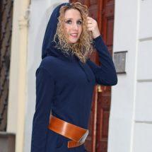 Tmavěmodré šaty s kapucí - krátké