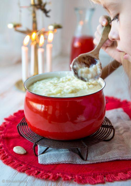 Jouluinen riisipuuro on tärkeä osa jouluaaton traditioita. Puuro haudutetaan pehmeäksi ja tarjoillaan kanelin ja sokerin kera. Meillä riisipuuron nauttimiseen liittyi aina