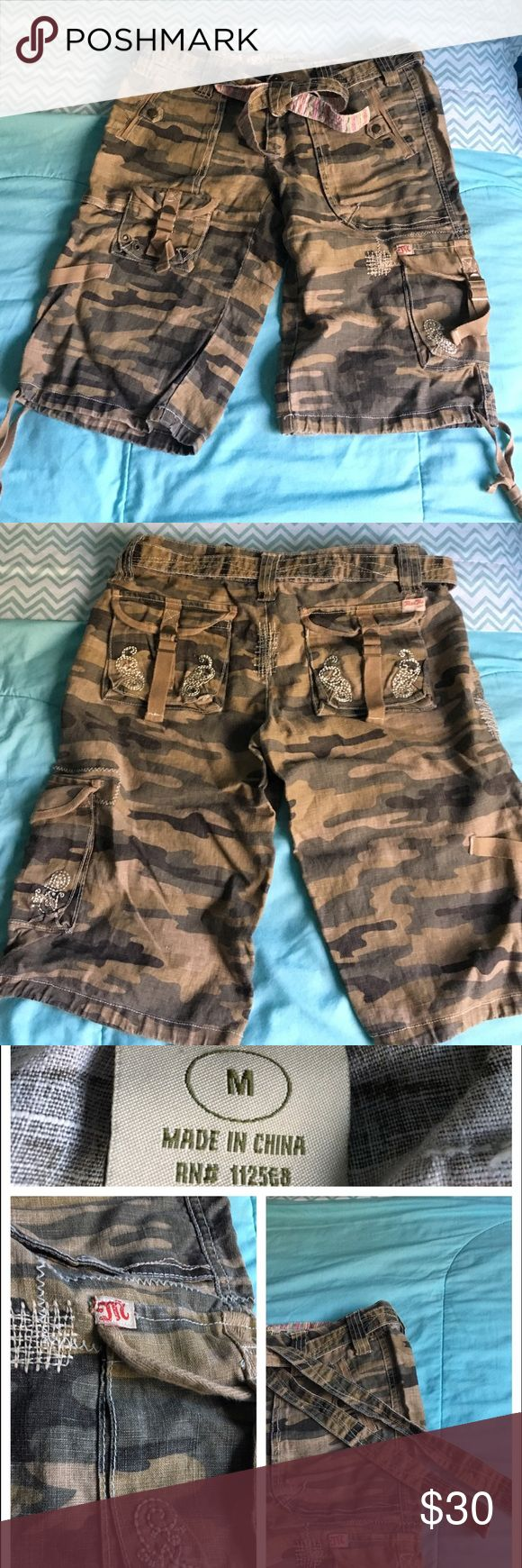 ⚜️ Miss Me Cargo Camouflage Shorts ⚜️ Miss Me Camouflage shorts with multiple cargo pockets each with belt-in style tie downs for the flaps, two on the back side, one on the left side and one on the front right leg as well as utility loop on the right side. Long belt for styling or can be worn without. Single button and zip fly, both metal. Size Medium Miss Me Shorts Cargos