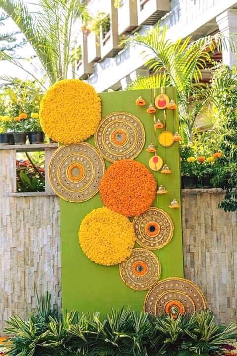 Cute sprung backdrop To keep this floral decor fresh for longer time you can use floral care products such as FlorLife.   Buy FloraLife Floral Care products on https://oasisfloralshop.in/florallife.html
