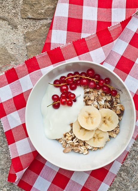 red currant banana oat muesli