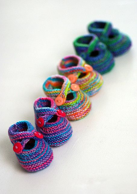 Baby booties are even cuter when they come in a set of three. What a great gift this would make. And you could use up scrap yarn too.  Saartje's Bootees by Saartje de Bruijn, free knitting pattern on Ravelry.