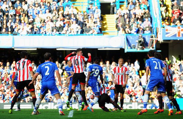 Samuel Eto'o (C) of Chelsea scores during the Barclays Premier League match between Chelsea and Sunderland at Stamford Bridge on April 19, 2...