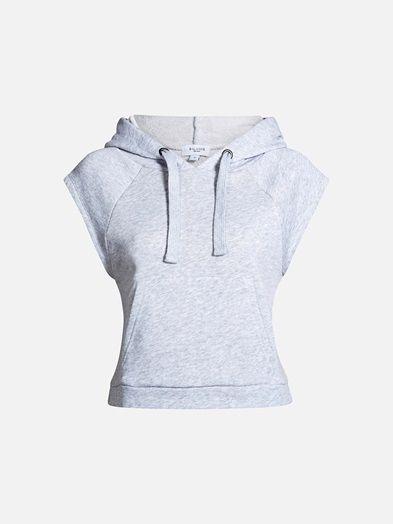Sweat-vest med hette og lomme på magen. Vesten er noe kortere enn vanlig genserlengde. B A L A N C E. Lys grå