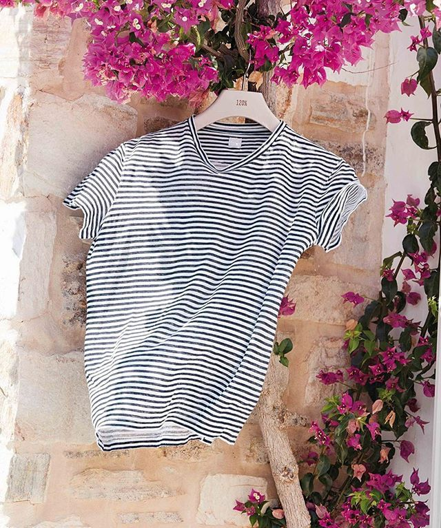 Travelling with 120%lino. Happy holidays!  #120lino #120percento #linen #summer #holidays #travelling #beach #stripes #blue #white…