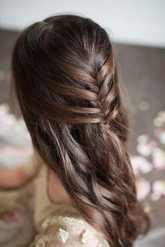 Si eres una novia de las que se decide a llevar el pelo suelto en su gran día, ¡atenta a estos tips! #peinadosde15