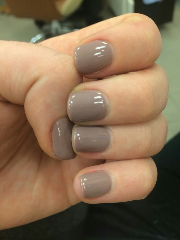 Light grey gel nails
