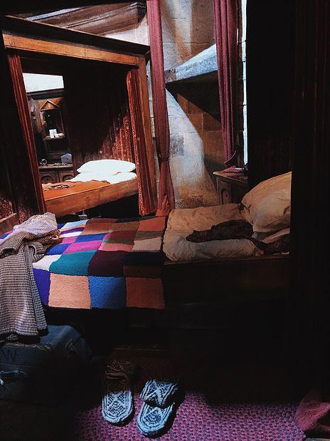 Harry Potter Hogwarts bedroom check out