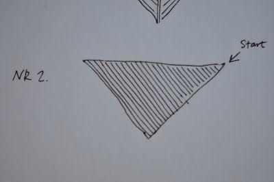 Husmorsskolan: Symöte - Tre olika sätt att sticka en sjal!  Sjal nr 2 (Stickas från ett av övre hörnen):    Lägg upp 2 maskor. Sticka ett varv.    Varv 2 : Lägg upp 1 maska i början av varvet.  Varv 3: Sticka ett varv.    Fortsätt att växelvis sticka varv 2 och varv 3 tills du fått önskad storlek på triangelformen.  Maska av