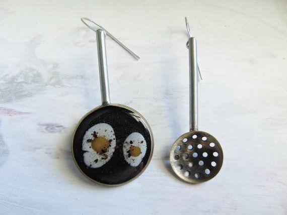 Μiniature frying pan with fried eggs and skimmer handmade earrings