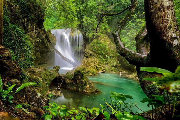 Cascada La Văioagă din Parcul Naţional Cheile Nerei - Beuşniţa