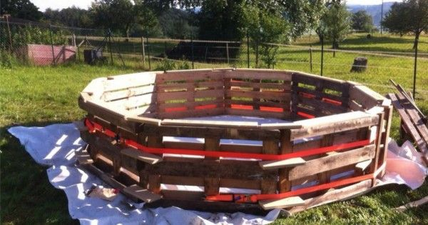 He Lines Up Pallets On The Lawn And Transforms It To Something Everyone Can Do In Their Garden This Summer.
